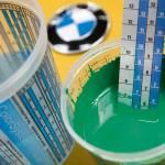 Un dettaglio dei barattoli utilizzati per la decorazione della macchina.