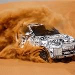 La vita del sognatore non è affatto semplice: incontrerà sempre persone che cercheranno di scoraggiarlo e ostacoli lungo la sua strada.  In queste pagine, la nuova Land Rover Discovery nel deserto a Dubai.