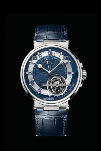 Breguet Marine Équation Marchante 5887 in platino vanta calendario perpetuo, tourbillon e calcola l'equazione del tempo (227.500 euro).