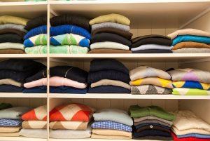 Uno dei reparti sportivi dell'ampio guardaroba: i maglioni, tra cui storici modelli a rombi e cardigan, capisaldi che Gustavo Bussinello indossa da sempre.