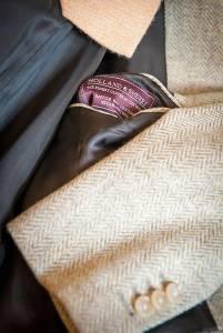 Una giacca in un'emozionante lana spigata della tessitura inglese Holland & Sherry.