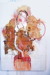 Elena Manzo con alcune delle sue opere.