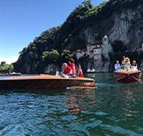 Parata di motoscafi d'epoca sul Lago Maggiore