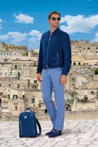 Blouson leggero in suede con dettagli in nappa, camicia 100% cotone Stefano Ricci, jeans 5 tasche in cotone, loafers in suede con dettagli in coccodrillo, zaino in coccodrillo.