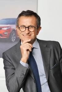 Daniele Maver. Presidente e ad di Jaguar Land Rover dal 2007, inizia la sua carriera in Ford Italia nel 1984; successivamente entra in Nissan Italia lavorando a varie start-up,  tra cui quella della National Sales Company, e poi in Ford. «Considero questo progetto una straordinaria emanazione per Range Rover e per quello che questa vettura rappresenta», spiega.