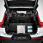 Il bagagliaio intelligente della XC40, dove un pianale ripiegabile a soffietto può fungere da divisorio.
