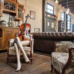 'interno della Hidden Factory, spazio artistico e gourmet nel quartiere del raval.