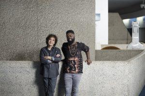 Zakir Hussain, mentor in musica con il suo protégé Marcus Gilmore. ©Rolex/Hugo Glendinning.