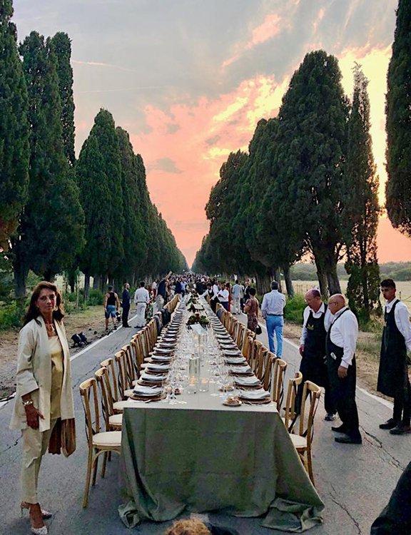 Il presidente del Consorzio per la tutela dei Vini Bolgheri DOC Federico Zileri Dal Verme dà il benvenuto agli ospiti